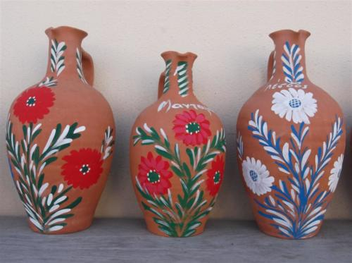 Local pottery in Mantamados